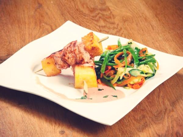 brochettes-de-poulet-madras-et-tagliatelles-de-legumes