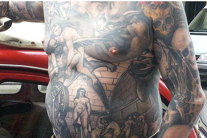 festival-tatouage-homme-tatoue