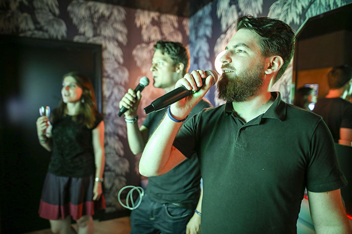 bam-karaoke-chanteur