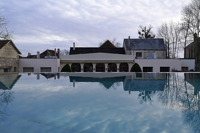 chateau-courban-piscine-restaurant